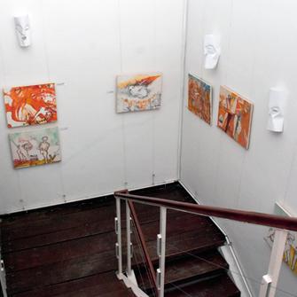 Изложба слика и маски, Марије Васиљев и Јована Бешлина, Сликовно-Массликовно, Галерија Степениште, 9. 12.2011.